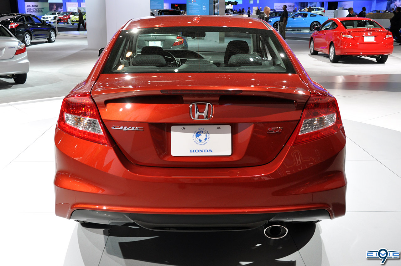 http://9thcivic.com/gallery/albums/2012-Civic-SI-New-York-Auto-Show/08_2012_honda_civic_si_ny.jpg